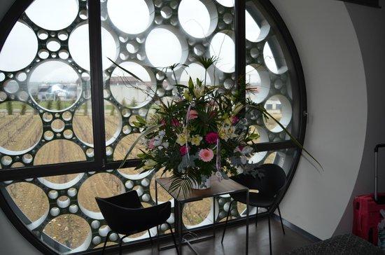 Cava & Hotel Mastinell: Gran ramo de flores
