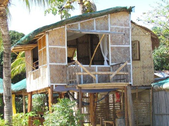 Bamboo Paraiso: The beach-side hut