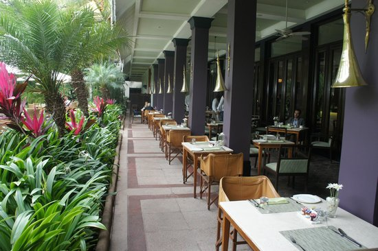 The Taj West End: outdoor breakfast area