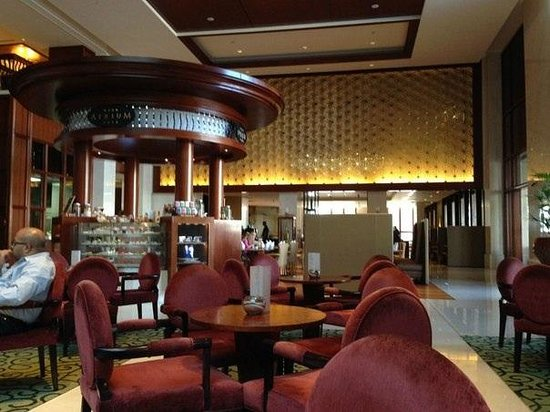 Ramada Jumeirah: Холл отеля
