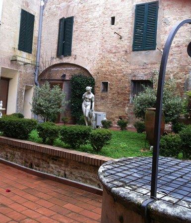 Piazza Paradiso Accomodation: Giardino