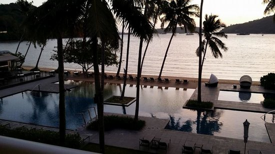 Crowne Plaza Phuket Panwa Beach: Sunrise with poolview