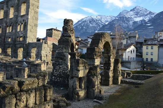 Teatro Romano: Древнеримские развалины
