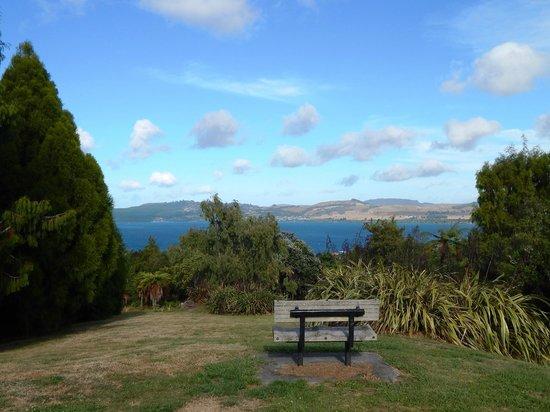 Waipahihi Botanical Gardens: One of the views