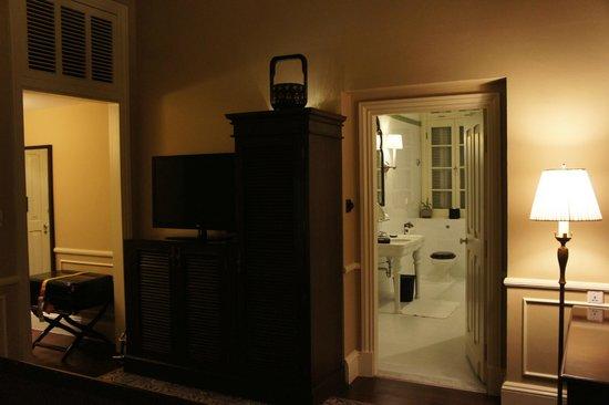 Raffles Hotel Le Royal: main bedroom