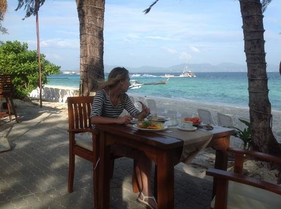 Coral Island Resort: завтрак