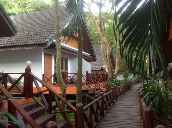 Coral Island Resort : бунгало