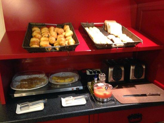 Hotel Ibis Granada: Desayunos