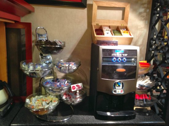Hotel Ibis Granada: Zona del te y café