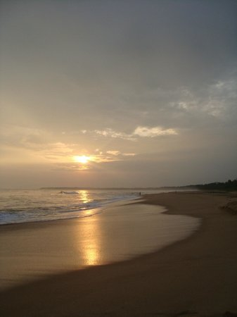 Back of Beyond - Kahandamodara: Sunset on a pristine beach a few minutes walk down to the sea