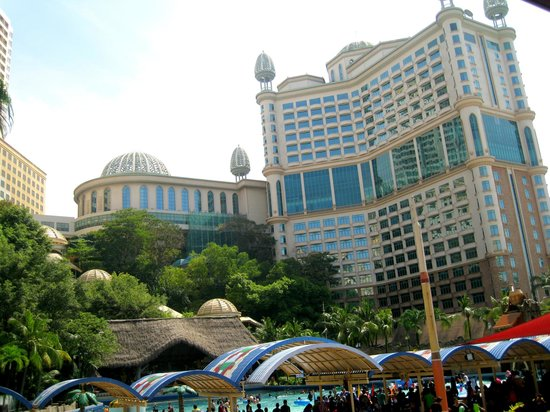 Sunway Resort Hotel & Spa: View of hotel from Sunway Lagoon