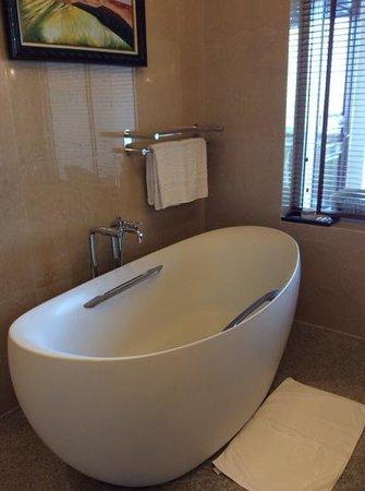 Vinpearl Da Nang Resort & Villas : Great tub!