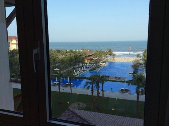 Vinpearl Da Nang Resort & Villas : View from our Oceanview Room