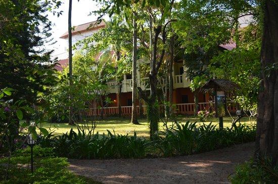 Hyton Leelavadee Phuket: Вид на отель.