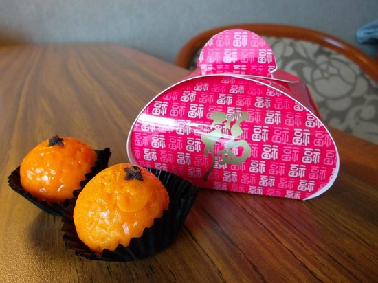 Swissotel The Stamford: Chinese New Year Gift from the hotel (Orange shaped chocolate)
