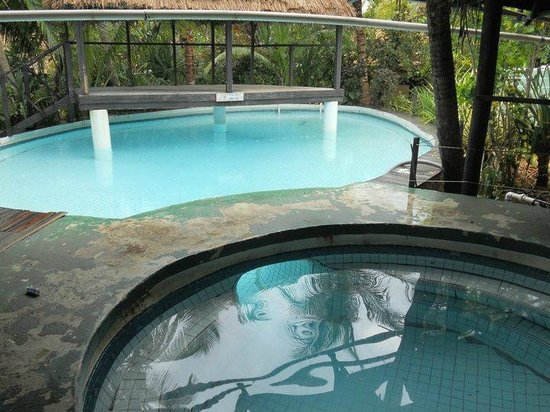 Robinson Crusoe Island Resort: Pool Area seen better days