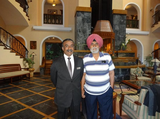 Fortune Hotel Sullivan Court: Dad with Dinesh (Manager) in the Lobby