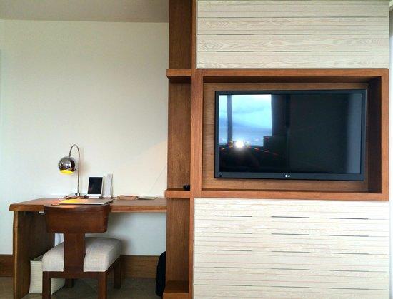 Andaz Maui At Wailea: Andaz suite, living room tv