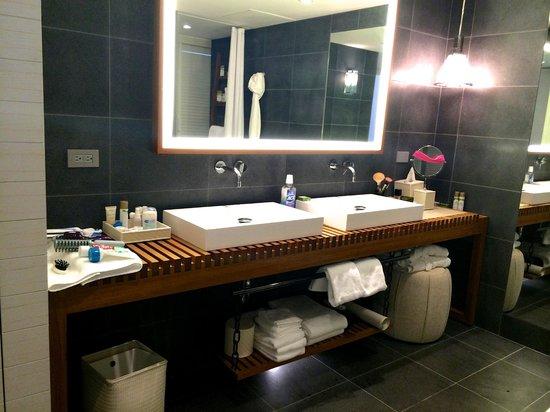 Andaz Maui At Wailea: Andaz suite master bath