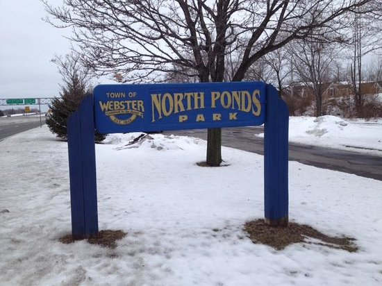 Webster, NY: Front of North Ponds Park