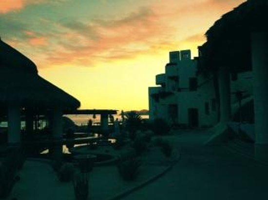 Las Ventanas al Paraiso, A Rosewood Resort: twilight