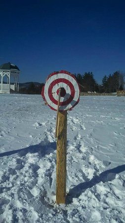 Mountain View Grand Resort & Spa : Ax Throwing on Grounds