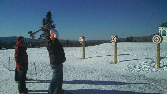 Mountain View Grand Resort & Spa : Ax Throwing