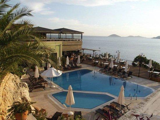 Kulube Hotel: Saltwater pool and bar / breakfast area