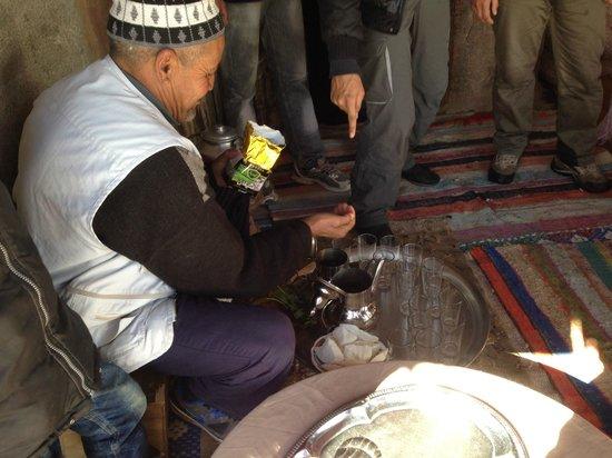 Trekking Morocco Mountains: Thé à la menthe