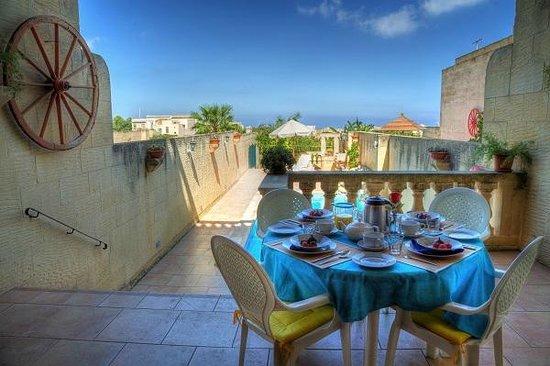 Narcisa Bed & Breakfast: Breakfast on the terrace