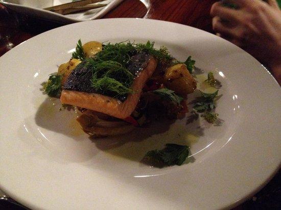 Magpies Nest Restaurant: Salmon