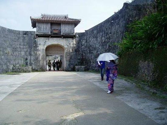 Shurijo Castle: 行くなら地元ボランティアのお散歩ツアーで