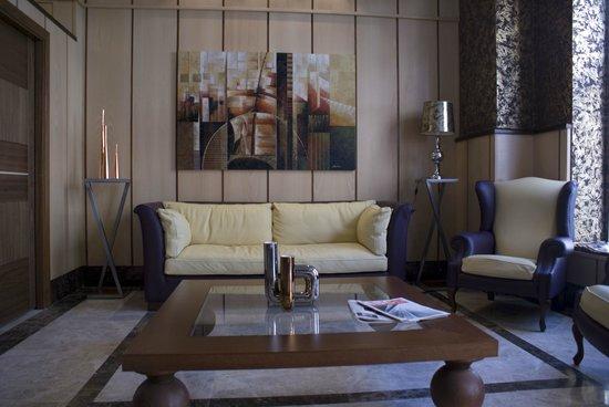 Hotel 4C Puerta Europa: recepcion
