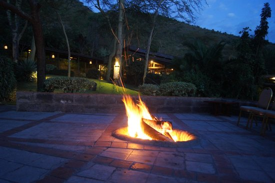 Sarova Lion Hill Game Lodge: Fire by the bar / Cultural Programs