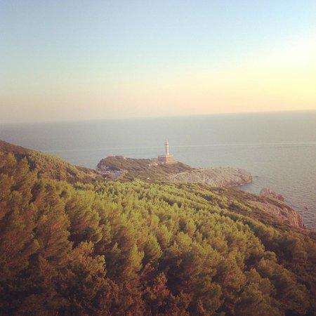 Hotel Il Girasole: маяк Пунта Карена