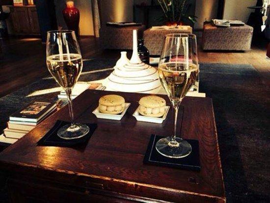Hotel K: la coupe de champagne et son macaron