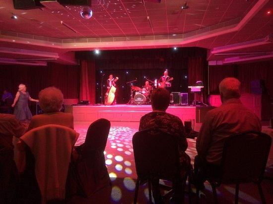 Warner Leisure Hotels Nidd Hall Hotel: Entertainment room