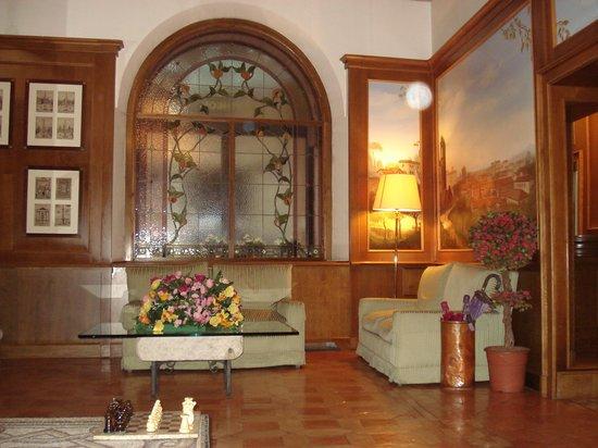 Hotel Pantheon: Salón hotel