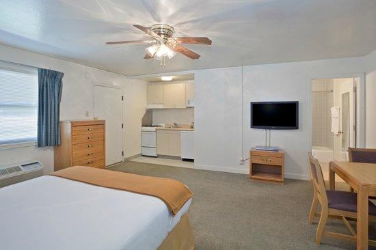 IHG Army Hotels on Fort Hunter Liggett, Gibb Hall: King Guest Room