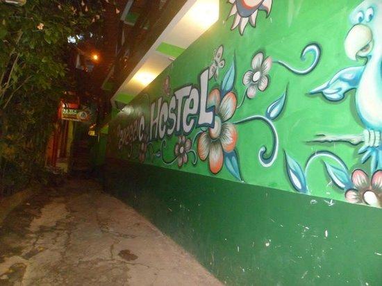 Papagaio Hostel & Pousada: Fachada do Hostel e Pousada