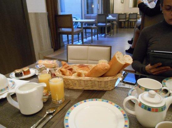 Hotel Longchamp Elysees : breakfast