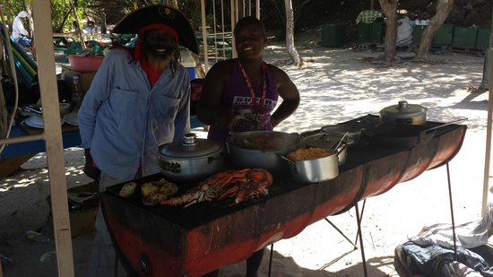 Dennis' Hideaway: Day trip from Mayreau to Tobago Cays--Lobster BBQ on beach