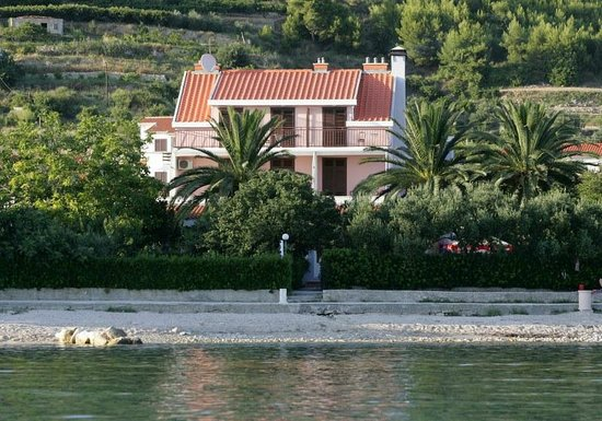 Villa Pitomcia: View of the hotel from the sea