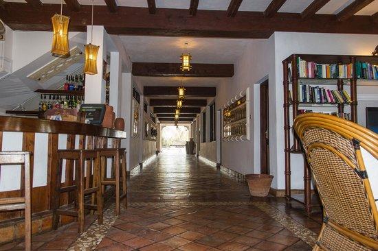 Pinewood Beach Resort & Spa: entrée hôtel côté intérieur