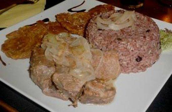 La Bodeguita del Medio: Combi criollo de masas de cerdo fritas