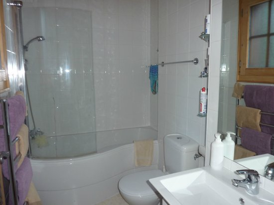 Alps in Style, Chalet Esprit : Full size bath and shower - hairdryers supplied