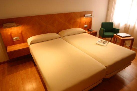 Hotel AB Murias Blancas: Habitación de dos camas