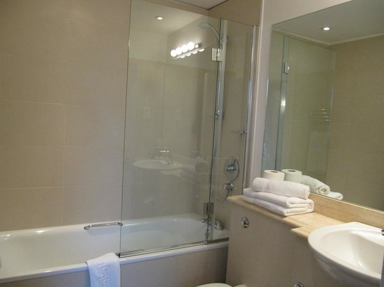 The Windermere Hotel: An example of an en suite bathroom