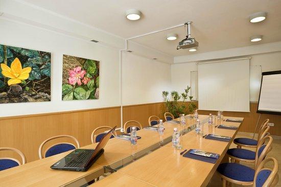 Jagello Business Hotel: Meeting room