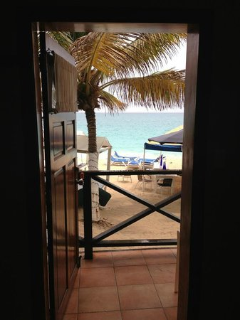 Mary's Boon Beach Resort and Spa: vista de dentro do quarto